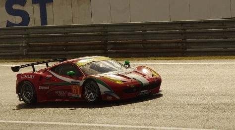Racing 24 Hours Le Mans