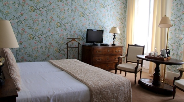 Hotel room in Chateaux countryside