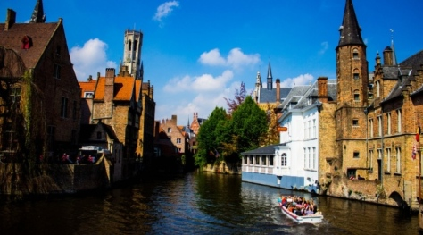 Boat trip down the river in Bruges